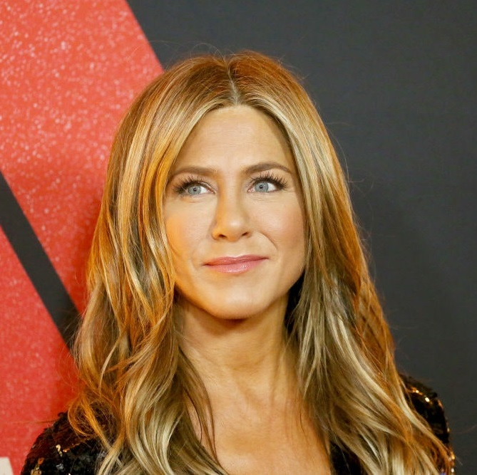 Golden-Highlights.-1 Best 12 Hairstyles for Women Over 60 to Look Younger