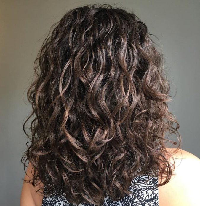 Huge-voluminous-curl-1-675x694 20 Most Trendy Hairstyles for Women over 40 to Look Younger