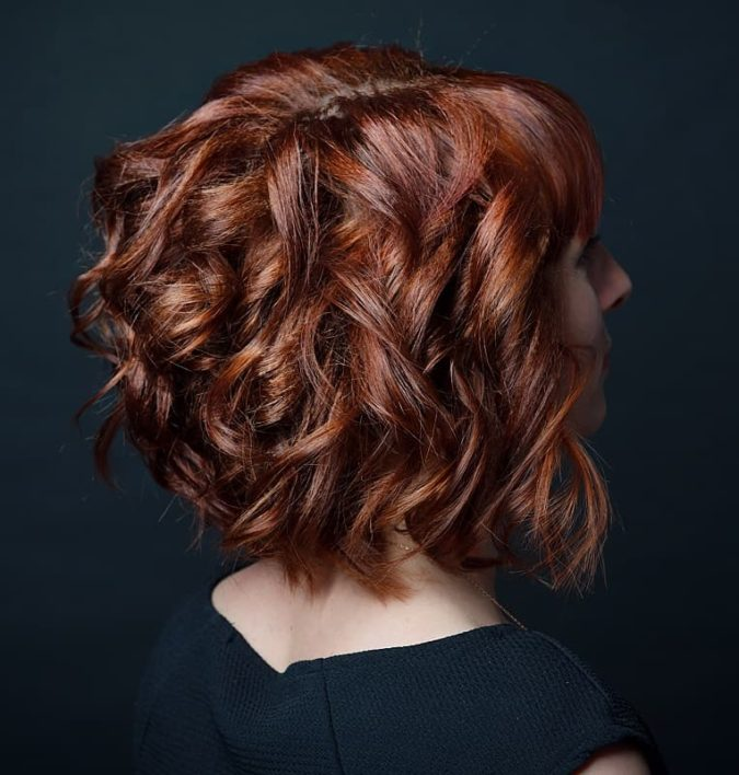 Loose-Curls-1-675x708 20 Most Trendy Hairstyles for Women over 40 to Look Younger