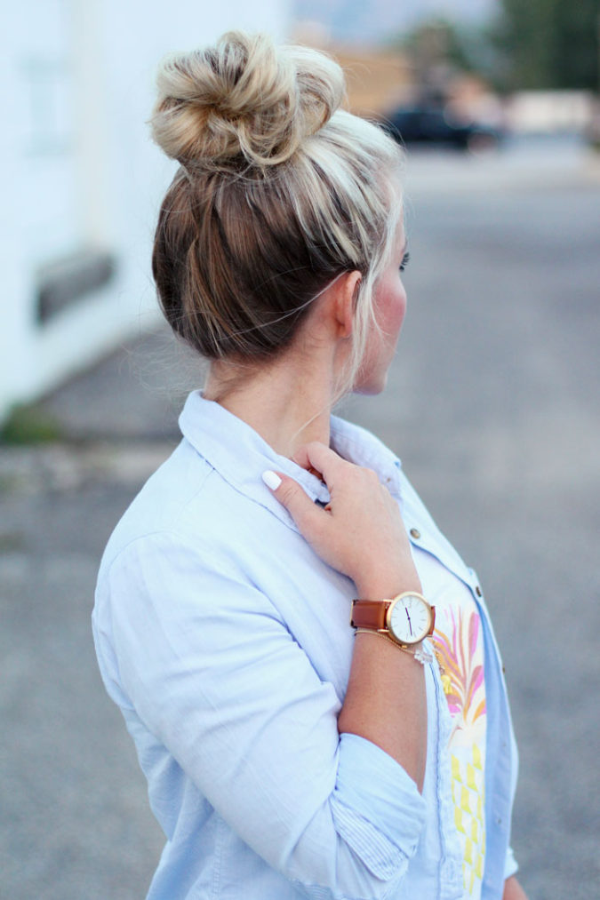 Neat-top-hair-bun.-2-675x1013 20 Most Trendy Hairstyles for Women over 40 to Look Younger