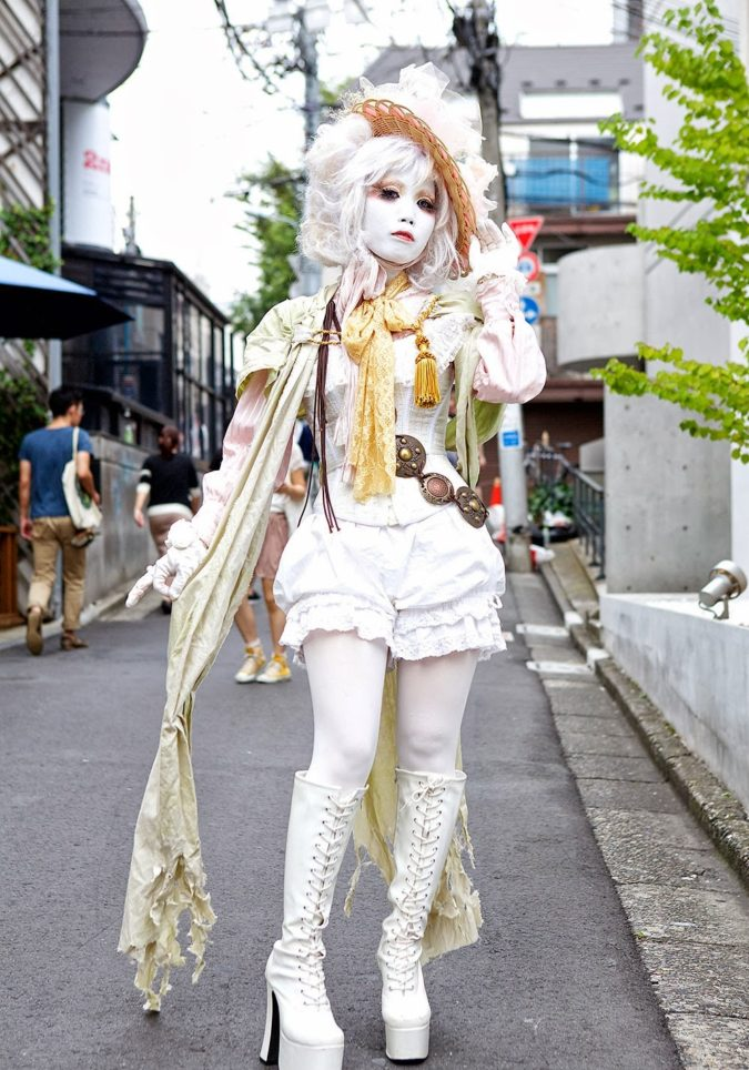 Shironuri.-675x964 10 Weirdest Fashion Trends Hitting the World Now