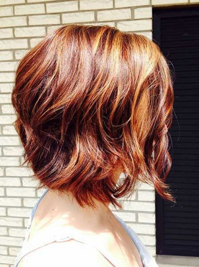 The-Auburn-wavy-style 20 Most Trendy Hairstyles for Women over 40 to Look Younger