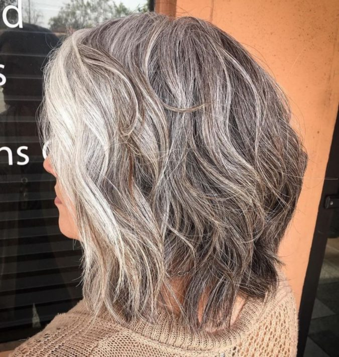 The-Shaggy-gray-wavy-lob-675x711 15 Beautiful Gray Hairstyles that Suit All Women Over 50
