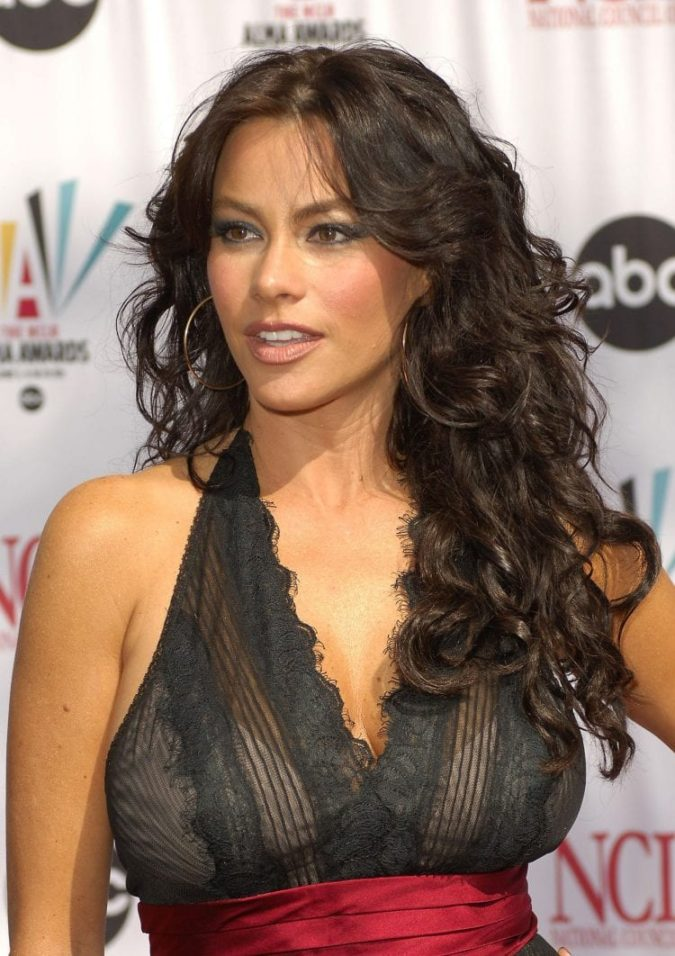 The-dark-curls-675x956 20 Most Trendy Hairstyles for Women over 40 to Look Younger