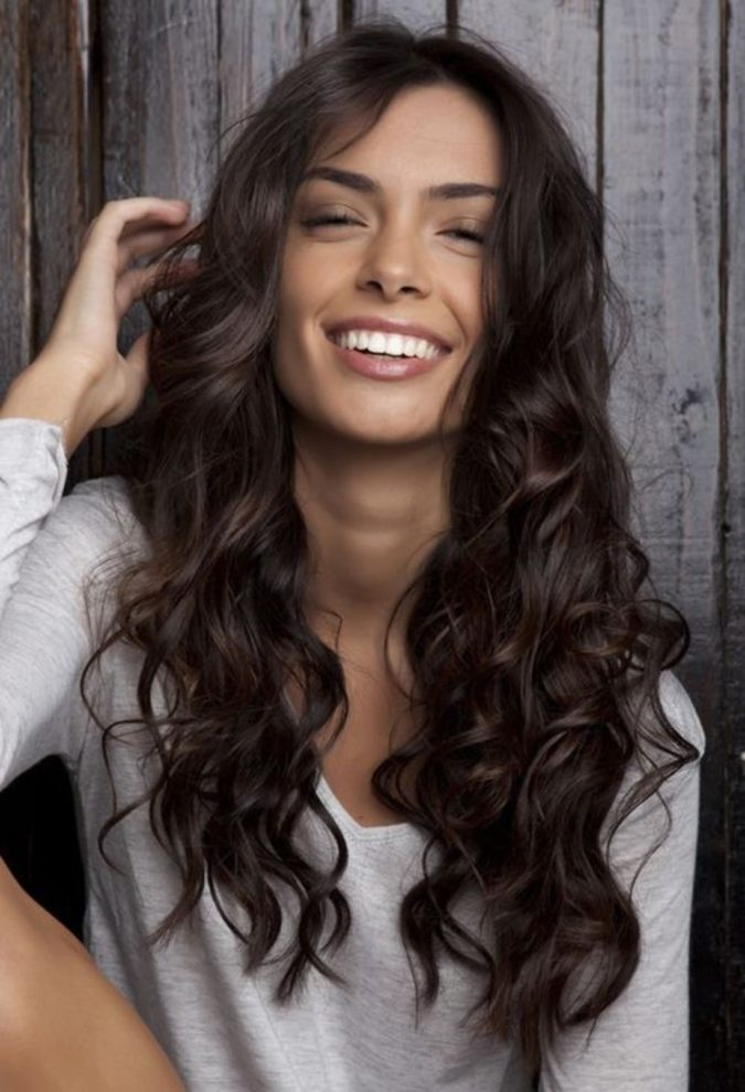 The-dark-curls.-675x990 20 Most Trendy Hairstyles for Women over 40 to Look Younger
