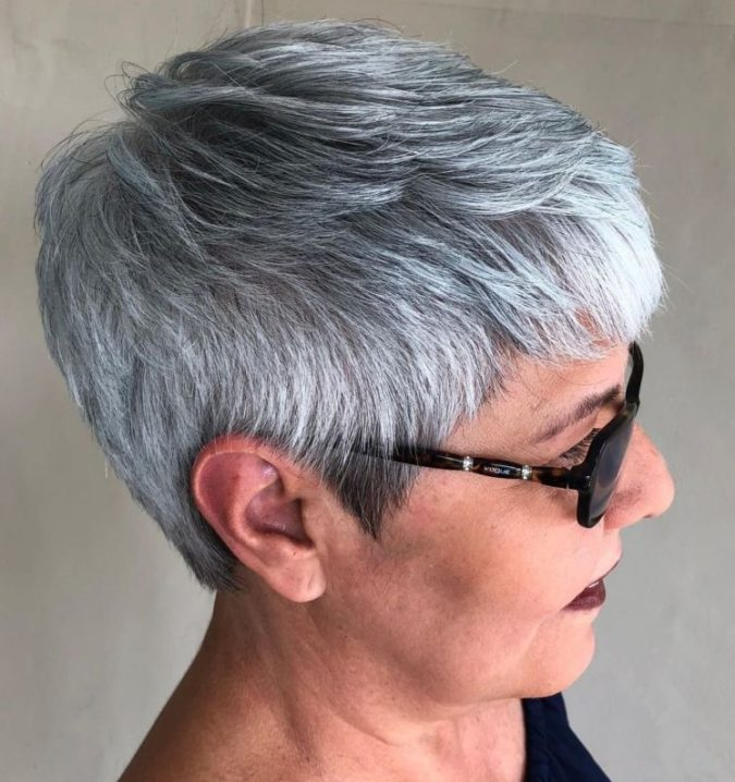 The-neat-feathered-gray-hair-pixie-675x718 15 Beautiful Gray Hairstyles that Suit All Women Over 50