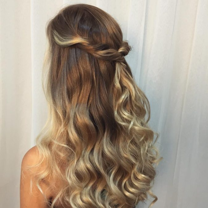 The-relaxed-wavy-half-up-1-675x675 20 Most Trendy Hairstyles for Women over 40 to Look Younger