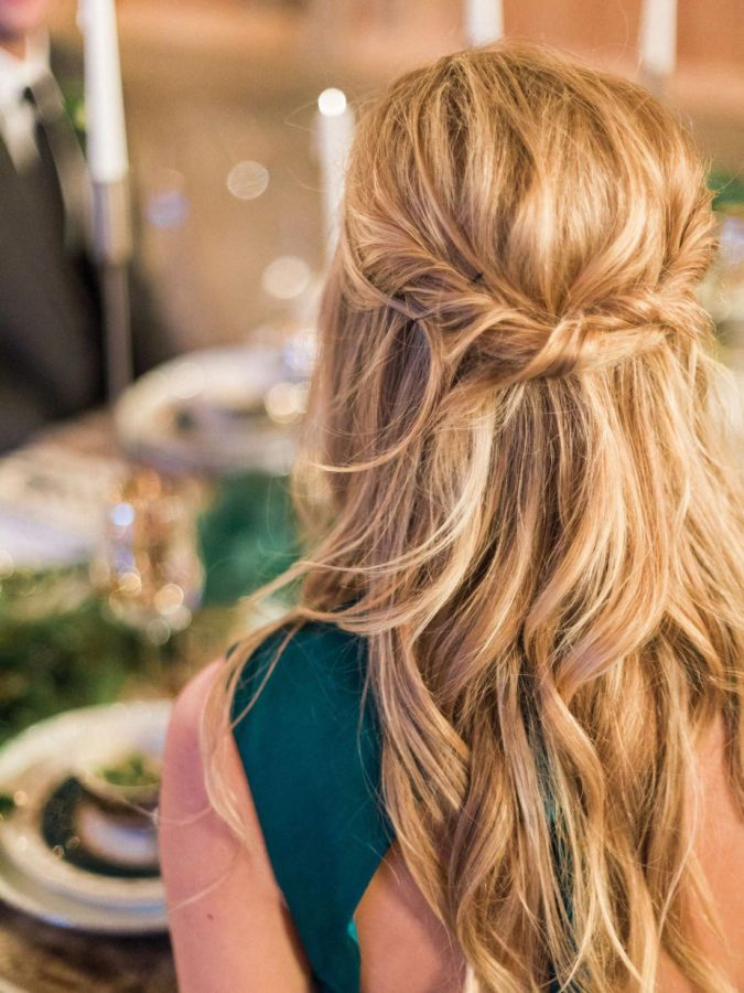 The-relaxed-wavy-half-up-675x900 20 Most Trendy Hairstyles for Women over 40 to Look Younger