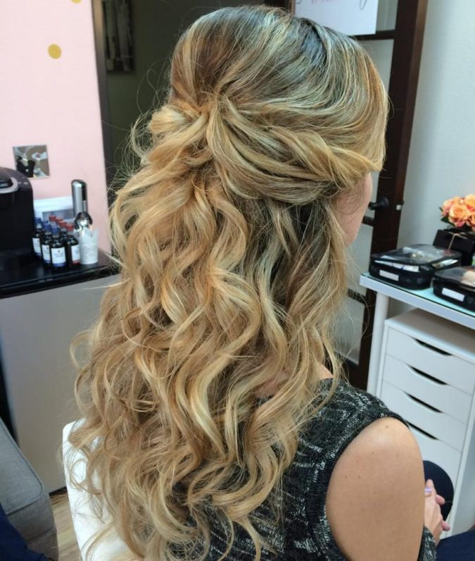 The-relaxed-wavy-half-up.-675x796 20 Most Trendy Hairstyles for Women over 40 to Look Younger
