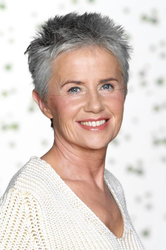 The-spiky-gray-hair-675x1011 15 Beautiful Gray Hairstyles that Suit All Women Over 50