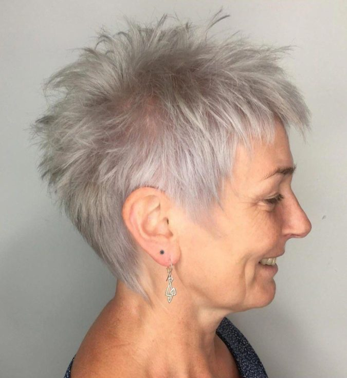 The-spiky-gray-hair.-675x736 15 Beautiful Gray Hairstyles that Suit All Women Over 50