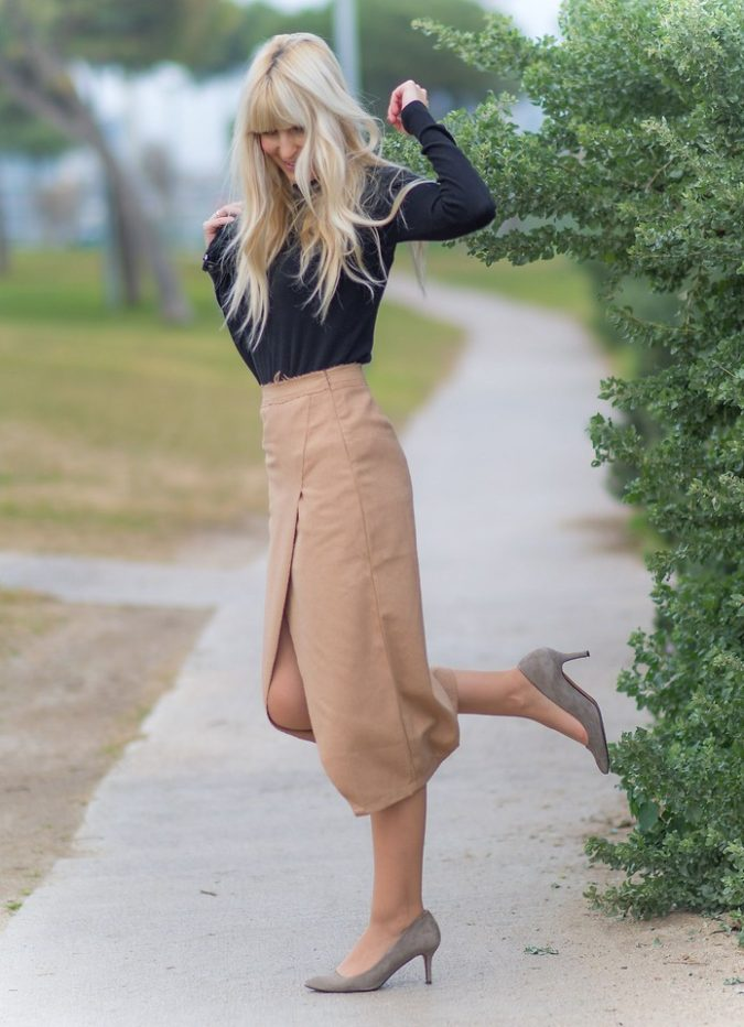 Black-Top-and-Camel-Skirt.-2-675x932 +45 Stylish Women's Outfits for Job Interviews for 2020
