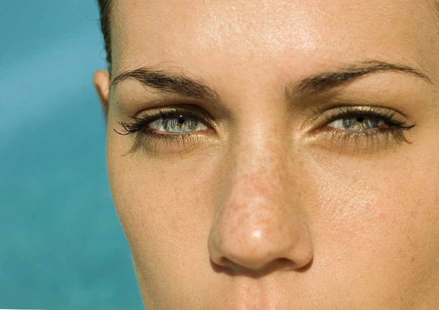 Conceal-dark-circles 10 Tips for Gorgeous Natural Makeup Looks in 2020