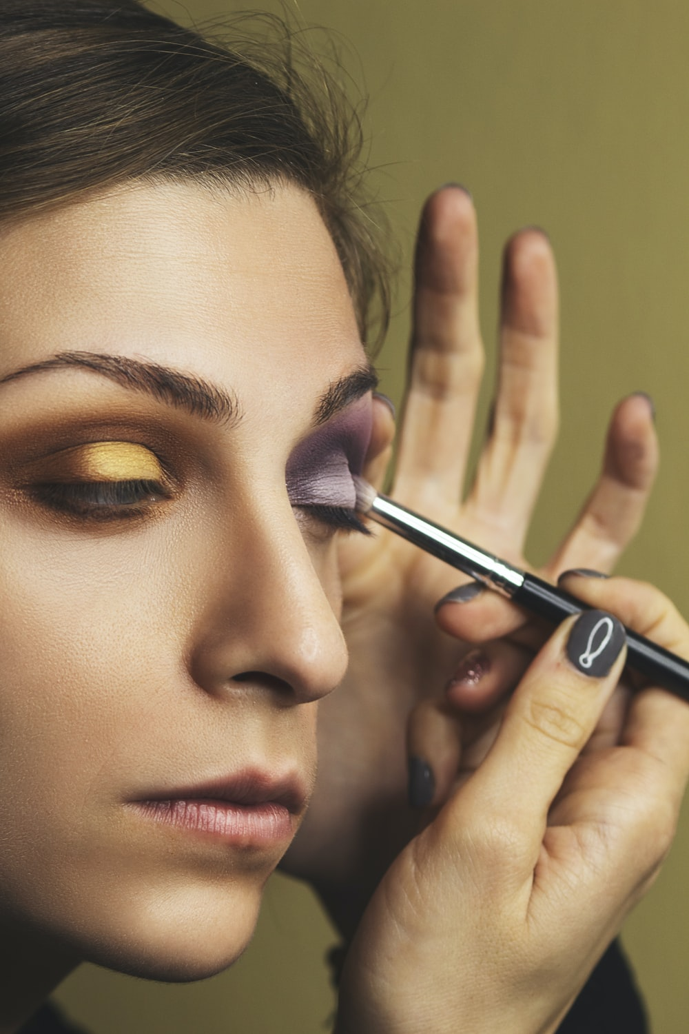 Contrasting-shades-1 Top 10 Outdated Beauty and Makeup Trends to Avoid in 2020