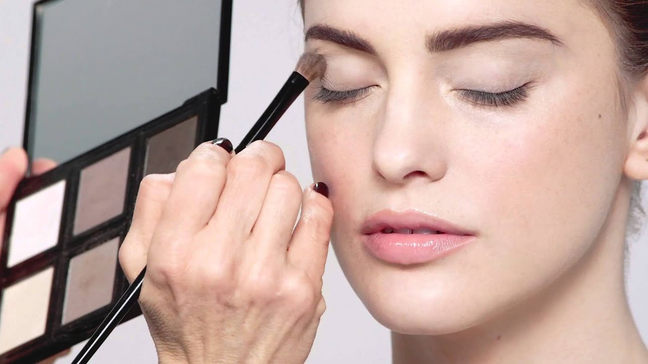 Contrasting-shades. Top 10 Outdated Beauty and Makeup Trends to Avoid in 2021