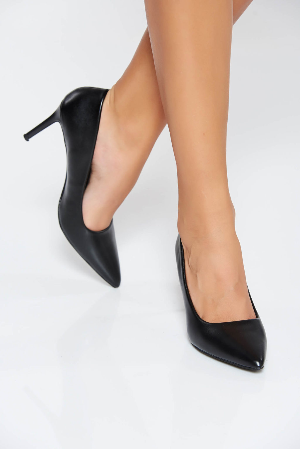 Pointy-Toe-Shoes-1024x1534 Top 10 Outdated Fashion & Clothing Trends to Avoid in 2020