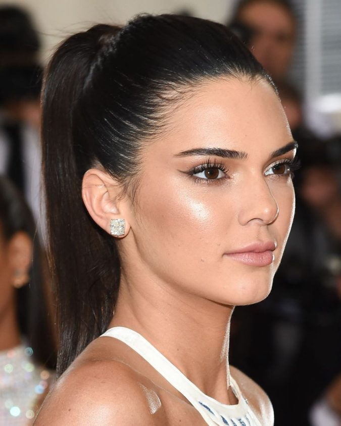 The-short-and-sleek-ponytails-675x844 +35 Hottest Ponytail Hairstyles that Suit All Women in 2020
