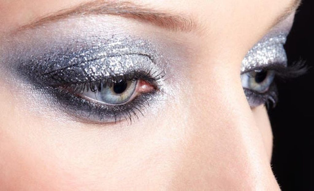 Use-of-glitter-3-1024x625 Top 10 Outdated Beauty and Makeup Trends to Avoid in 2020