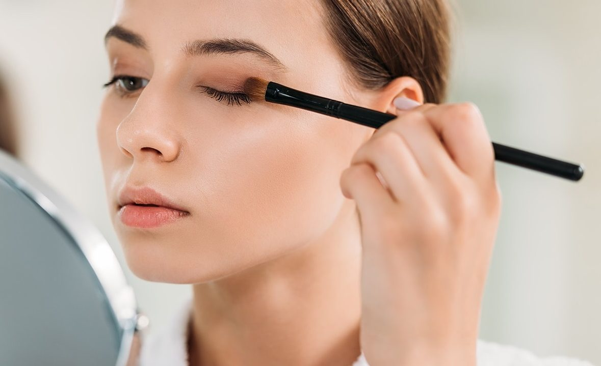 Using-neutral-shadows-e1598143385827 10 Tips for Gorgeous Natural Makeup Looks in 2021