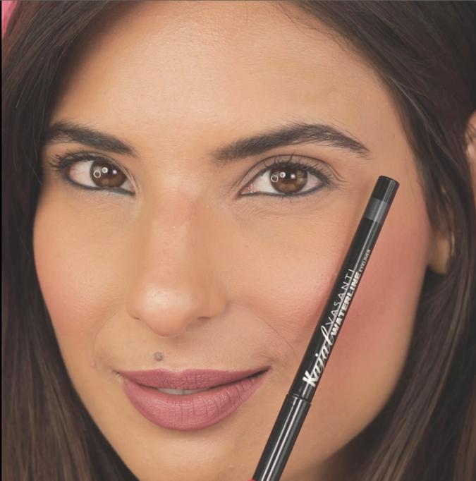 eye-pencil-675x682 10 Tips for Gorgeous Natural Makeup Looks in 2020