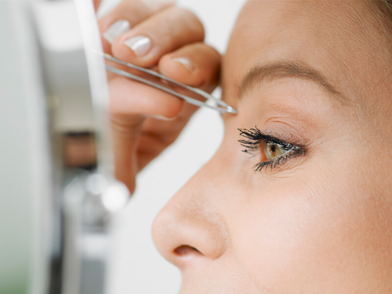 eyebrow-1 Top 10 Outdated Beauty and Makeup Trends to Avoid in 2020