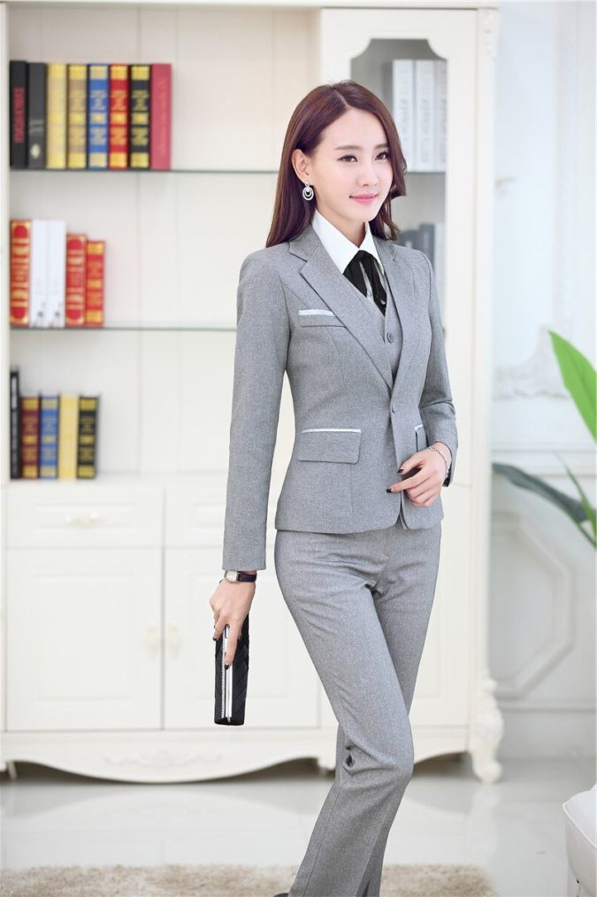 grey-suit.-e1597876887872-675x1013 +45 Stylish Women's Outfits for Job Interviews for 2021