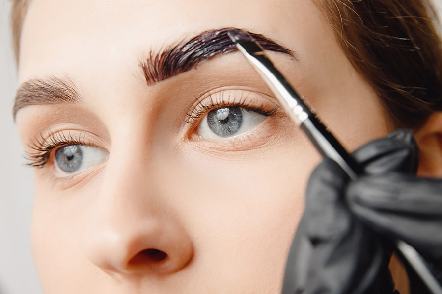 """henna-or-dye-on-eyebrows How to Get Natural """"No-Makeup"""" Makeup Look for Work (Step by Step)"""