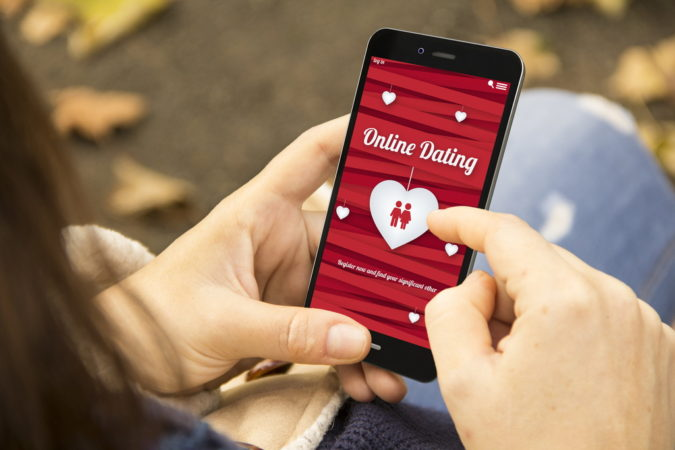 mobile-online-dating-apps-675x450 Online Dating: Read Reviews to Avoid Frustration