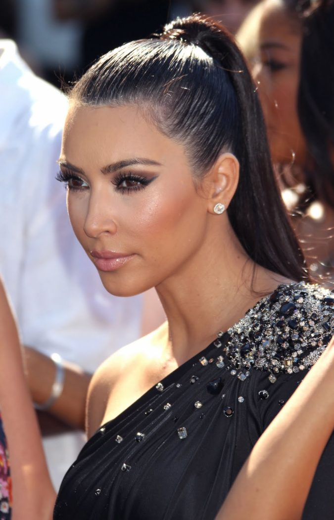 short-and-sleek-ponytail-675x1051 +35 Hottest Ponytail Hairstyles that Suit All Women in 2021
