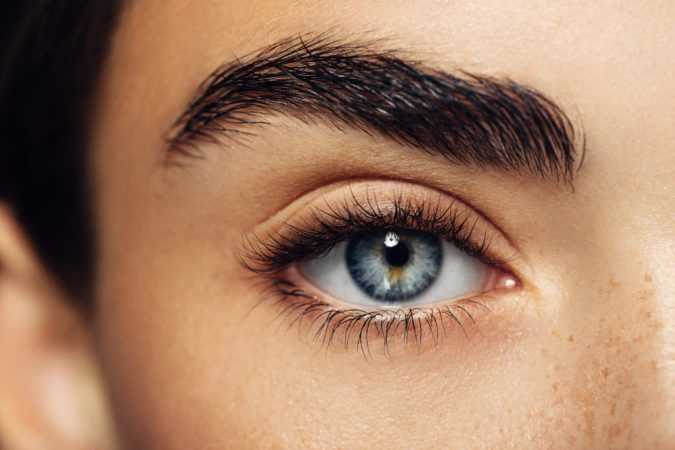thick-eyebrows-675x450 10 Tips for Gorgeous Natural Makeup Looks in 2021