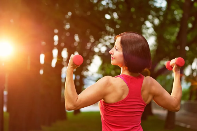 woman-exercising-6-675x449 7 Benefits of GetFit Fitness Mobile App for Your Health