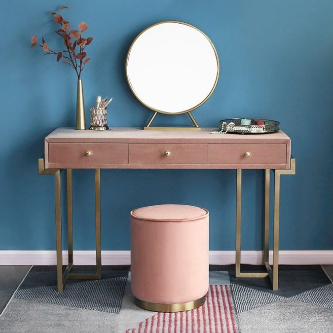 A-table-set-with-round-regular-mirror.-1-675x675 Hottest 50+ Stylish Makeup Vanity Ideas