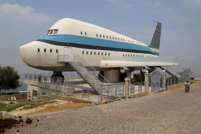Airplane-house-675x449 Top 25 Strangest Houses around the World