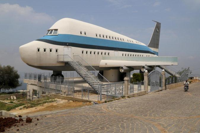 Airplane-house-675x449 Top 25 Strangest Houses around the World