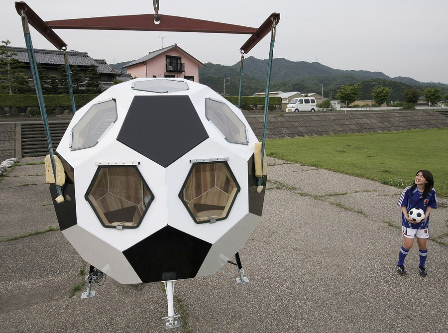 Ball-shaped-house-in-Japan Top 25 Strangest Houses around the World