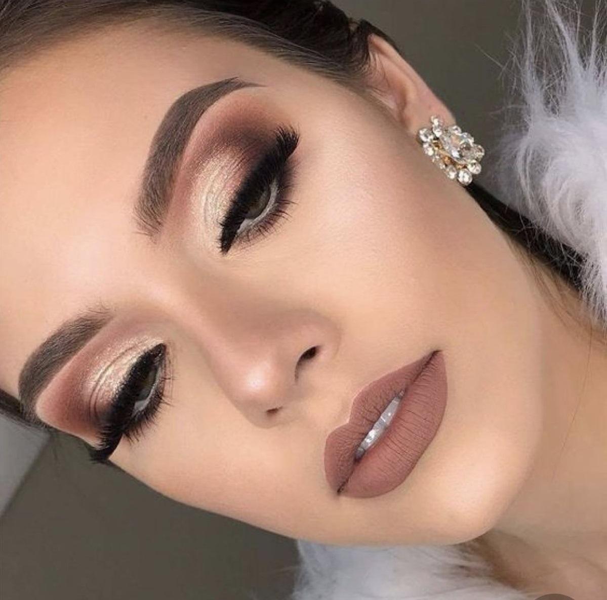 Basic-Smokey-Eye-with-glitter-2 60+ Hottest Smokey Eye Makeup Looks in 2020