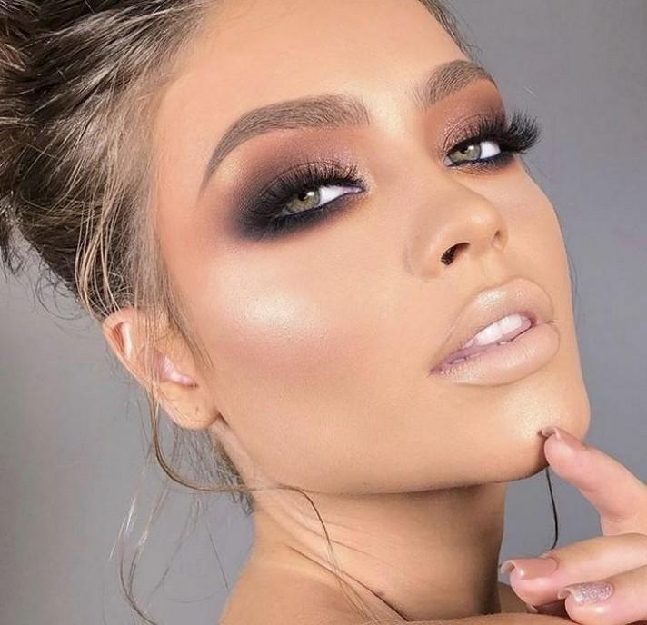 Basic-Smokey-Eye.. 60+ Hottest Smokey Eye Makeup Looks in 2020