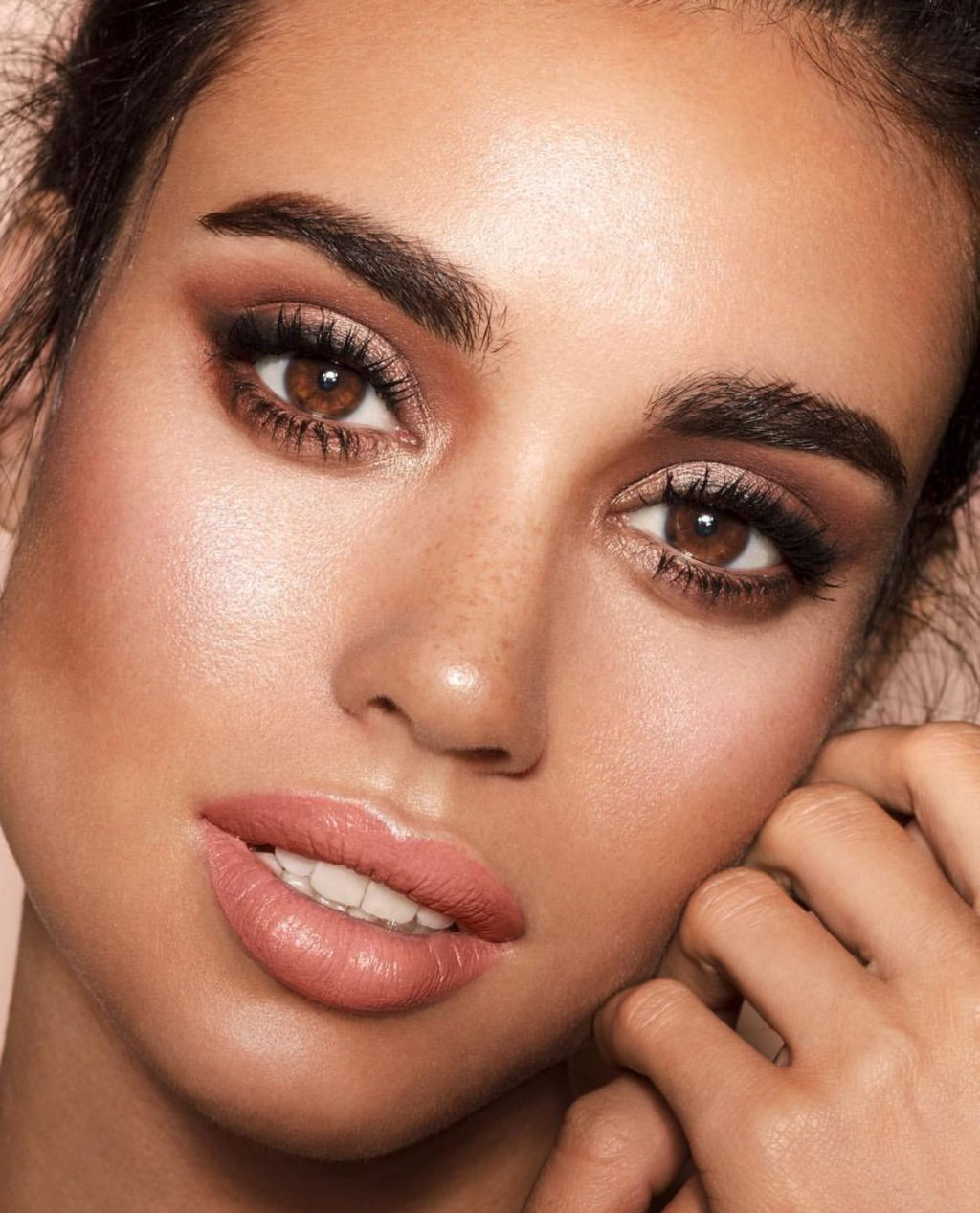 Basic-and-easy-Smokey-Eye-with-glitter-in-the-middle-1-1024x1267 60+ Hottest Smokey Eye Makeup Looks in 2021