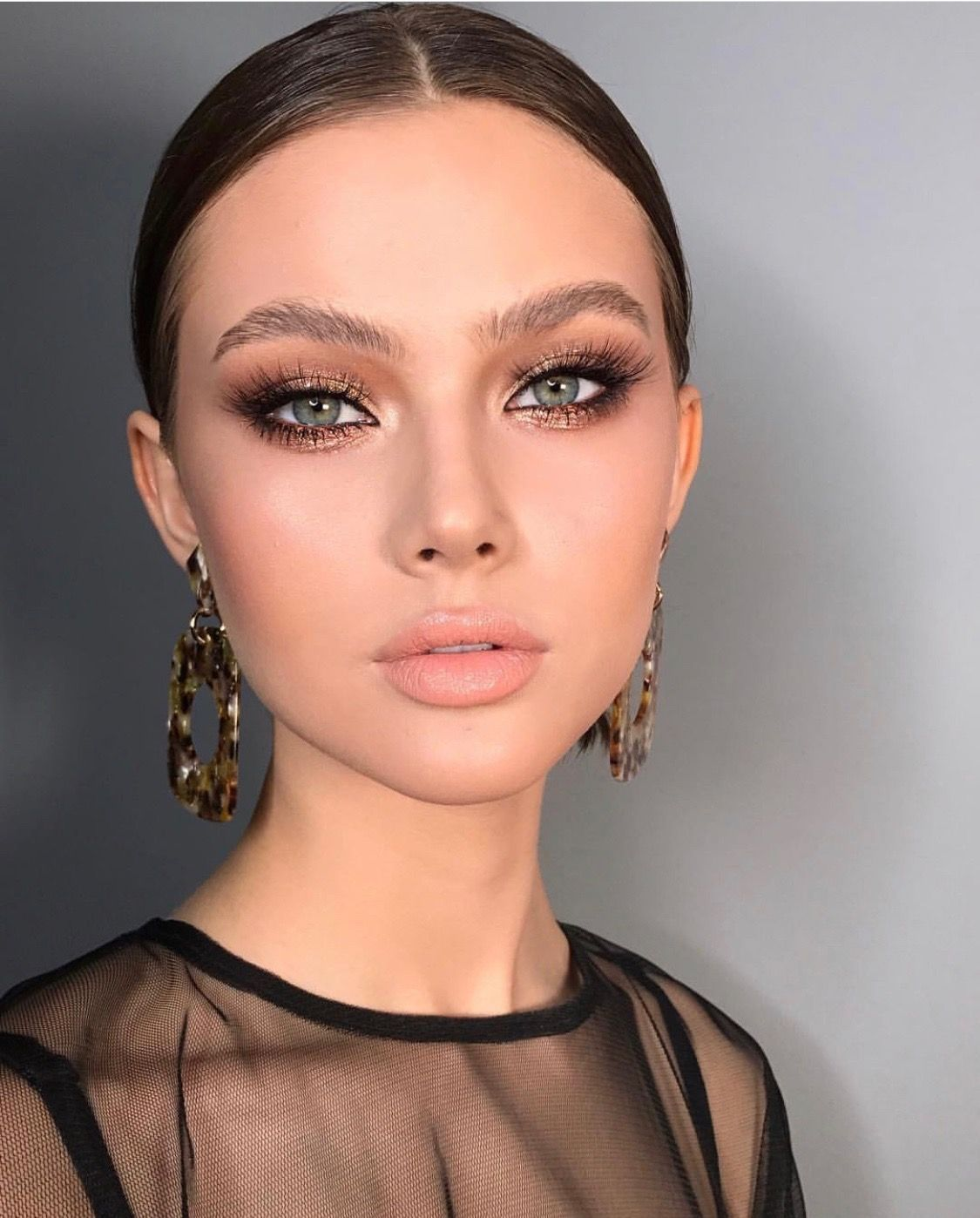 Basic-and-easy-Smokey-Eye-with-glitter-in-the-middle-2 60+ Hottest Smokey Eye Makeup Looks in 2021