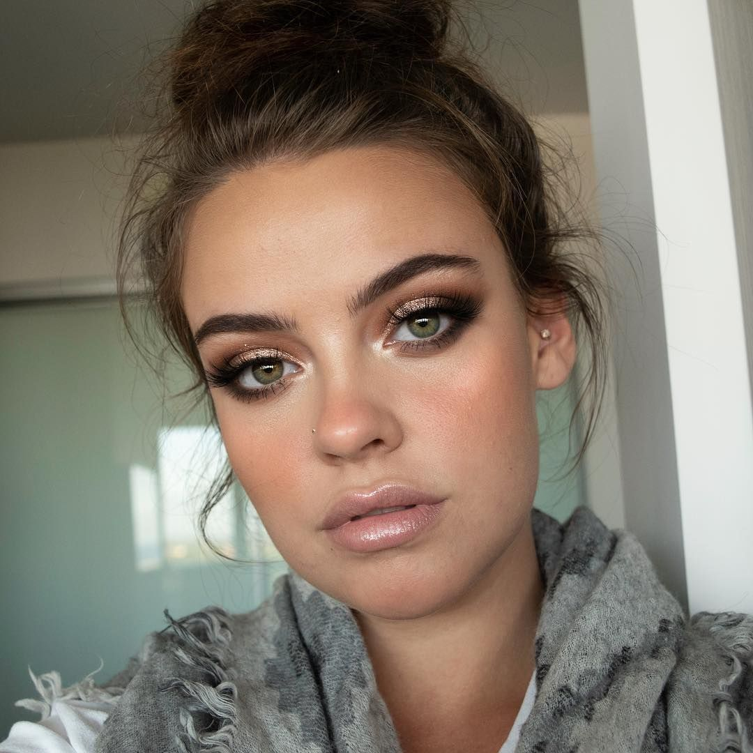 Basic-and-easy-Smokey-Eye-with-glitter-in-the-middle. 60+ Hottest Smokey Eye Makeup Looks in 2020
