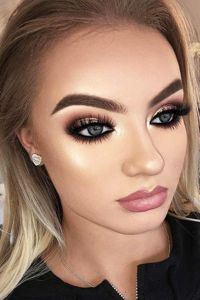 Basic-and-easy-Smokey-Eye-with-glitter-in-the-middle 60+ Hottest Smokey Eye Makeup Looks in 2021