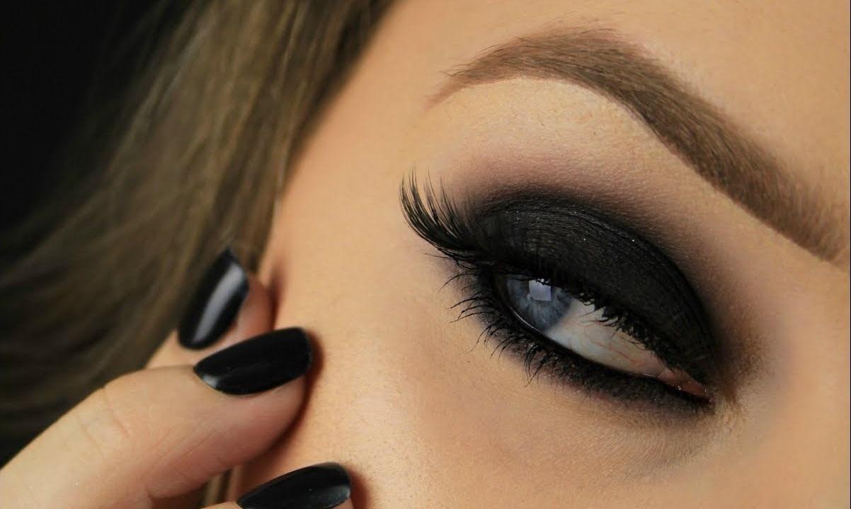 Black-Smokey-Eye-Makeup 60+ Hottest Smokey Eye Makeup Looks in 2021