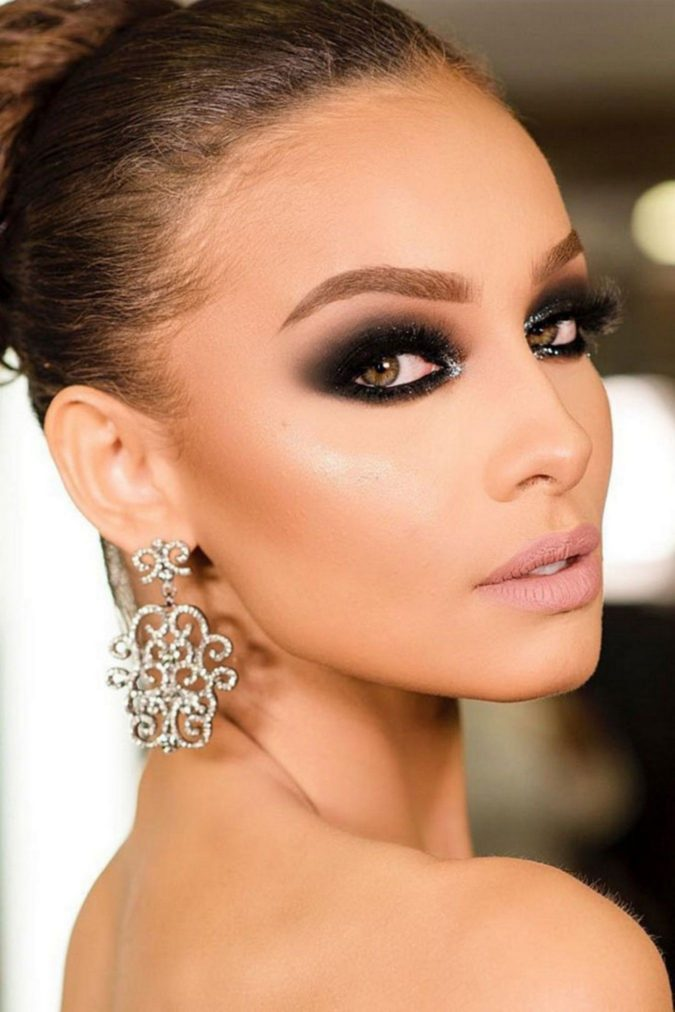 Black-Smokey-Eye..-3-675x1012 60+ Hottest Smokey Eye Makeup Looks in 2020