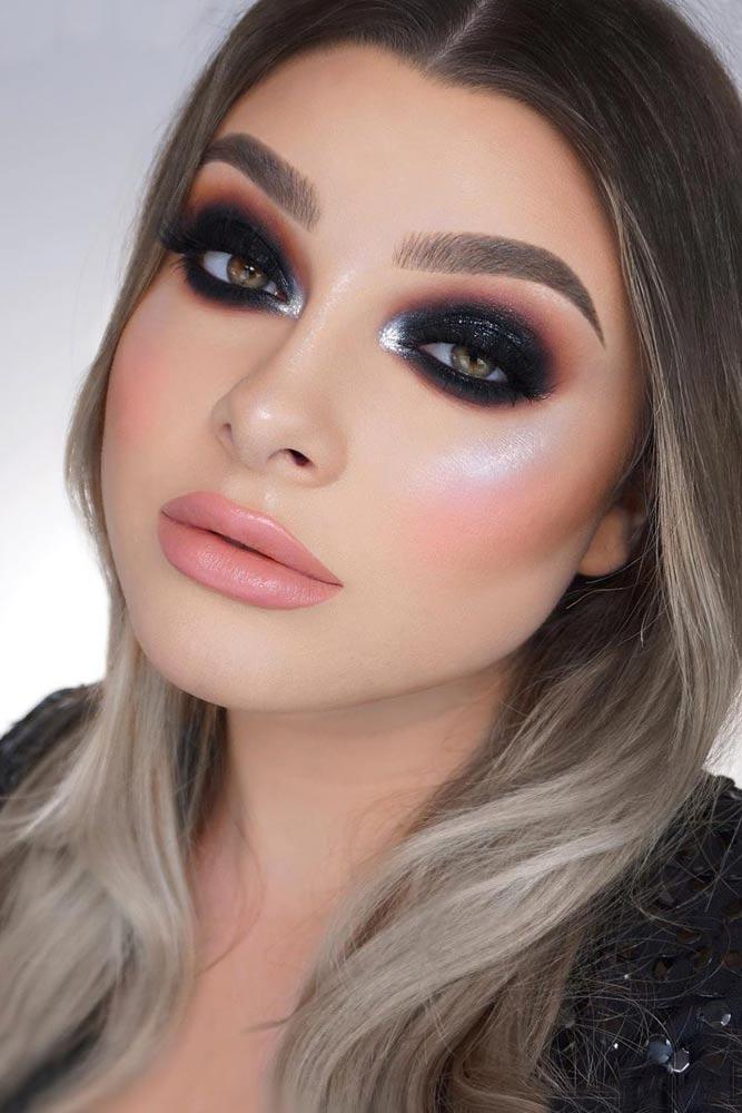 Black-Smokey-Eye 60+ Hottest Smokey Eye Makeup Looks in 2020