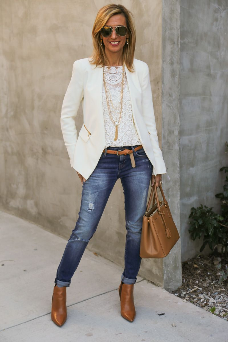 Blazer-and-Jeans-2 120+ Fashion Trends and Looks for College Students in 2020/2021