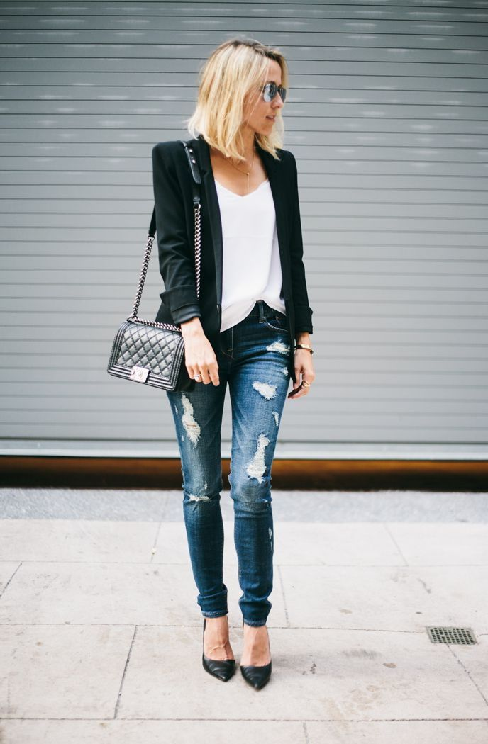 Blazer-and-Jeans.-3 120+ Fashion Trends and Looks for College Students in 2020/2021