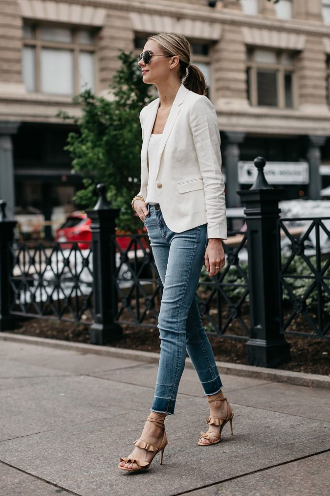 Blazer-and-Jeans..-675x1013 120+ Fashion Trends and Looks for College Students in 2020/2021