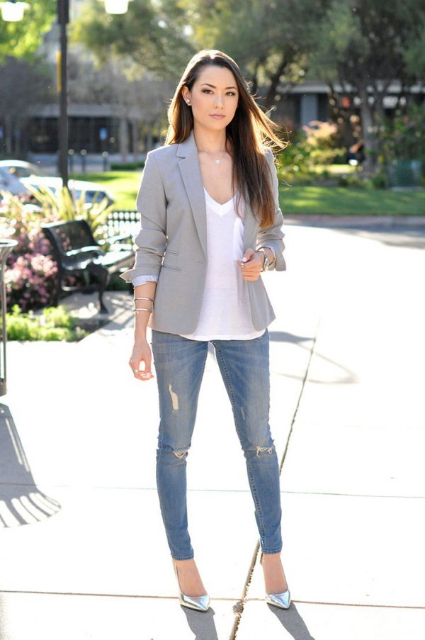 Blazer-and-Jeans. 120+ Fashion Trends and Looks for College Students in 2021