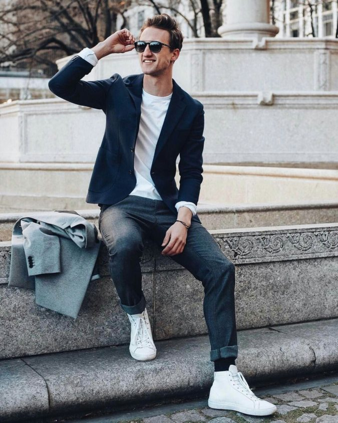 Blazer-and-T-shirt-675x844 120+ Fashion Trends and Looks for College Students in 2021