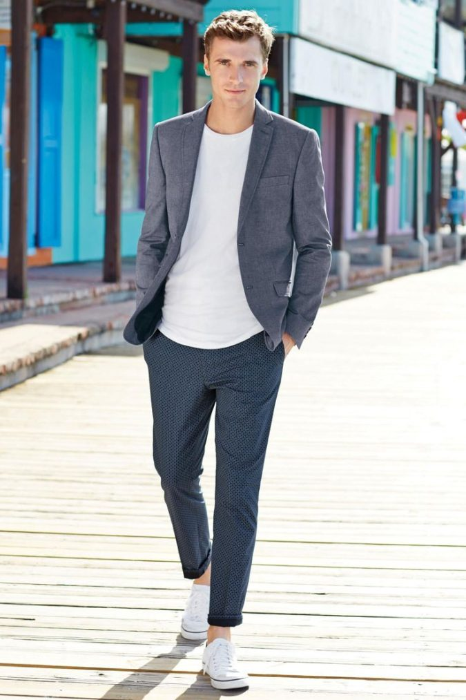 Blazer-and-T-shirt.-1-675x1013 120+ Fashion Trends and Looks for College Students in 2021